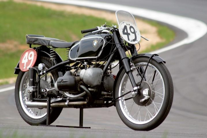 A BMW készített egy kompresszoros blokkot (75 évre rá meg már itt is van a  Kawasaki H2) a verseny motorjaikhoz e665a1cf52